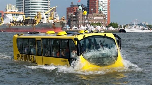 xe-bus-duong-song